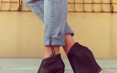 La moda torna a celebrare i 70s: le zeppe